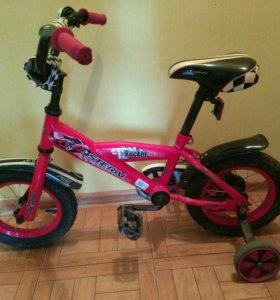 Детский велосипед с боковыми колесами