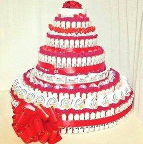 Огромный торт из сладостей