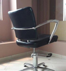 Сдается парикмахерское кресло в аренду.