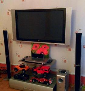 Телевизор LG 42 дюйма.