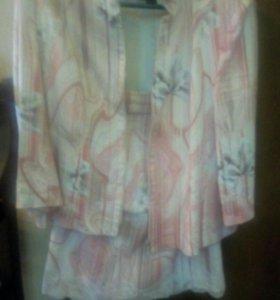 Розовый джинсовый костюм с юбкой