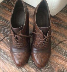 Ботиночки 37 р, по стельке 24 см.
