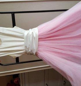 Платье бело-розовое с поясом для праздника
