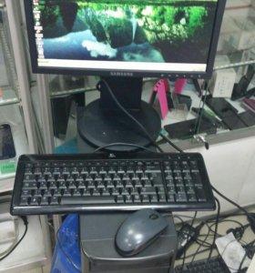 Рабочий пк с монитором клавиатурой и мышкой