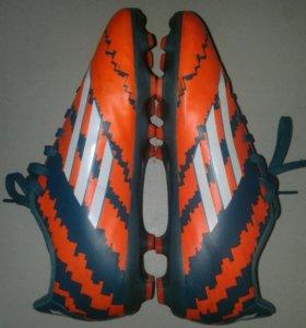 Бутсы adidas с шипами от Messi