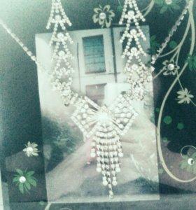 длинные серёжки и ожерелье