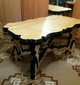 Декоративный стол из дерева