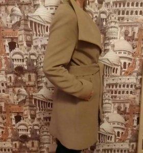 Демисезонное пальто, 44-46размер.