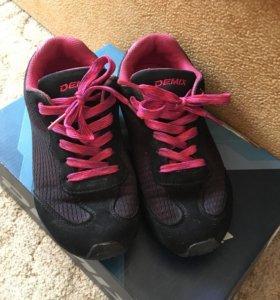 Полуботинки и кроссовки для школы