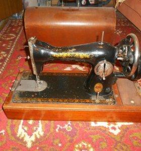 Продам швейную машинку .