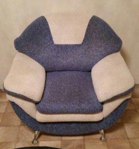 два одинаковых кресла
