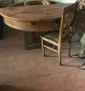 Антикварный стол и стулья