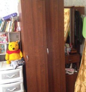 2 шкафа и трюмо