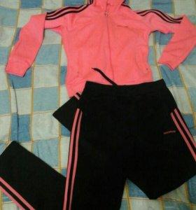 Продам спорт костюм adidas р 42-44