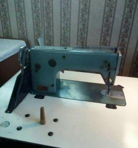 Производственная швейная машина .