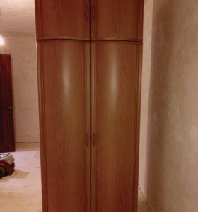 Шкаф с гнутыми дверьми