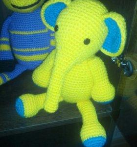 Вязаная игрушка слоненок