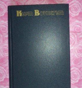 Книга Курт Воннегут, Сирены Титана