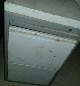 Два железных сейфа с двумя выдвижными ящиками