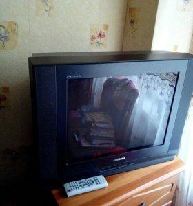 Телевизор самсунг в хорошем состоянии.