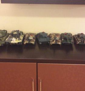 Коллекция игрушечных танков
