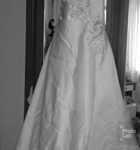 Свадебное платье атласное 42-44
