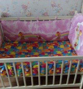 Продам детскую кроватку с маятником