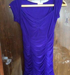 Платье красивое, подчеркивает фигуру