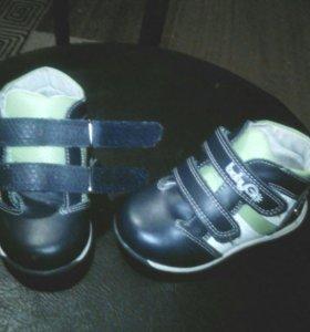 Ботинки 22р сандалии 21р