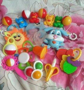 Набор игрушек до года