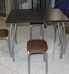 Стол обеденный с табуретками