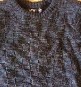 Костюм + двое брюк+четыре рубашки+ свитер .