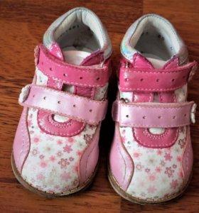 Ботинки для девочки 20 размера.