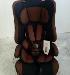 Детское автомобильное кресло новое