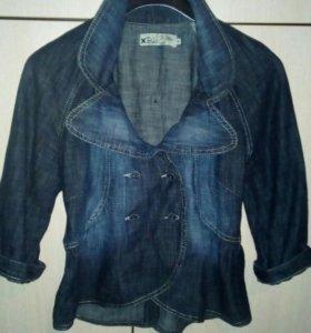Джинсовый пиджак-жакет.