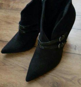 Ботинки черные замшевые Carnaby