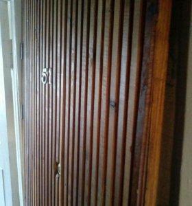 Дверь деревянная ,замок,ключ