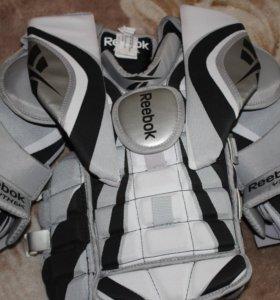 Вратарский хоккейный нагрудник Reebok AB 6K YTH-L