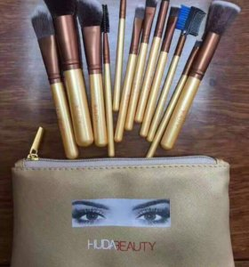 Набор кисточек для макияжа фирмы HUDA
