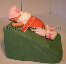 Наклонная подушка-трапеция для младенца с чехлом