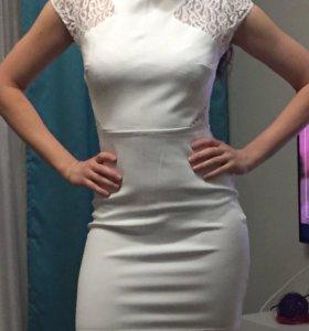 Платье белое zara 42-44 размера