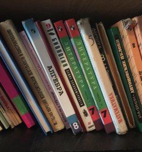Учебники много