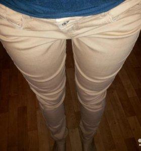 Бежевые джинсы-стрейч