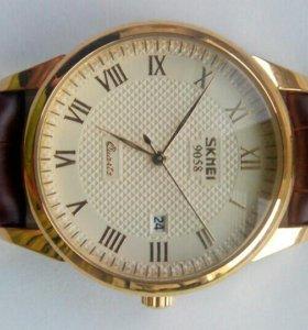 Часы наручные элегантные( деловой стиль,под золото