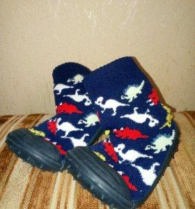 Детские носочки на резиновой подошве.