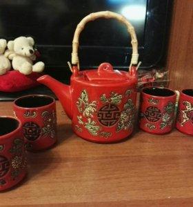 Чайник и чашки.