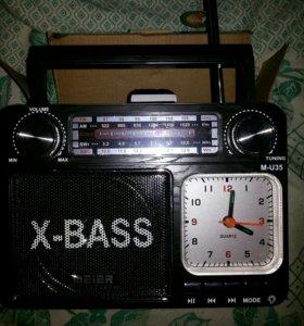 Радио приемник новый с часами и флеш плеером