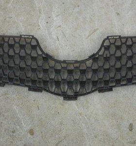Решетка радиатора Toyota Yaris 90