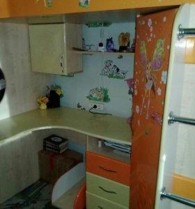 Детская мебель спальня.кровать+шкаф+стол.