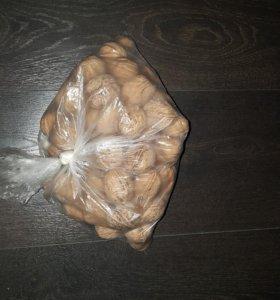 Пакет грецких орехов